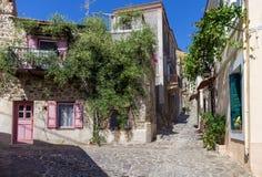 Via nel villaggio storico di Volissos, isola di Chio, Grecia Fotografia Stock