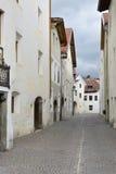 Via nella città di Glorenza, Tirolo del sud, Italia Fotografie Stock