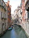 Via nella città italiana di Venezia Immagine Stock Libera da Diritti