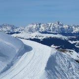 Via nella neve alta nelle alpi in Europa Fotografia Stock