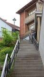 Via nella zona residenziale storica di Tbilisi, Georgia Fotografia Stock
