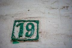 Via numero 19, diciannove su fondo ceramico fotografia stock libera da diritti