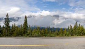 Via pública larga e urbanizada de Icefield da vista geral em Canadá Imagem de Stock Royalty Free