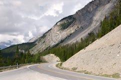 Via pública larga e urbanizada de Icefield em Canadá Fotos de Stock Royalty Free