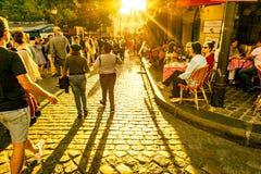 Via pedonale nei raggi del tramonto Immagini Stock Libere da Diritti