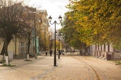 Via pedonale nella città di autunno di Zelenogradsk Fotografia Stock