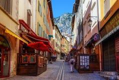 Via pedonale principale della città di Briancon, Provenza, Francia Fotografia Stock