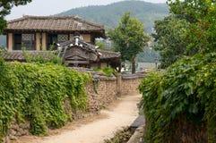 Via piega coreana tradizionale del villaggio Immagine Stock
