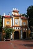 Via principal de Tran Quoc Pagoda, Hanoi imagens de stock