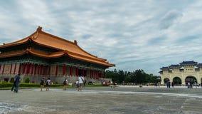 Via principal do teatro nacional Salão e do Liberty Square de Chiang Kai-Shek Memorial Hall em Taipei, Taiwan vídeos de arquivo