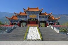 Via principal do templo de Chongsheng o templo de três pagodes, Dali, China, Imagens de Stock Royalty Free