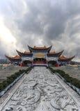 Via principal do templo de Chongsheng o templo de três pagodes, Dali, China, Fotografia de Stock