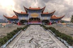 Via principal do templo de Chongsheng o templo de três pagodes, Dali, China, Imagem de Stock