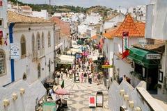 Via principale in Albufeira, Portogallo, Immagini Stock Libere da Diritti