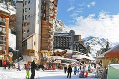 Via principale nella città di Avoriaz in alpi, Francia Immagini Stock Libere da Diritti