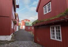 Via principale in Tinganes, Torshavn, isole faroe, Danimarca Immagini Stock Libere da Diritti