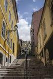 Via in quartiere ispanico Alto Lisbon fotografie stock