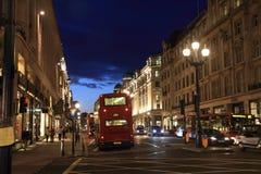Via reggente di notte - Londra - Regno Unito fotografia stock libera da diritti