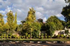 Via residenziale con il palazzo, Kabulonga, terreni boscosi, Lusaka, Z immagine stock libera da diritti