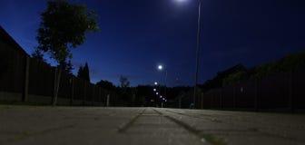 via romantica delle stelle di mare di notte accogliente delle case sotto Fotografie Stock Libere da Diritti