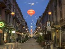 Via Sarpi i Milan på jul Arkivfoton