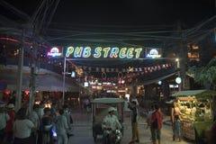 Via Siem Reap Cambogia del pub Fotografia Stock