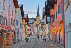 Via stretta accogliente di Garmisch-Partenkirchen Fotografie Stock Libere da Diritti