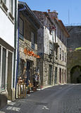 Via stretta del ciottolo nel Portogallo Fotografie Stock