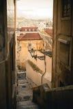 Via stretta di Lisbona Fotografie Stock Libere da Diritti