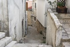 Via stretta nel centro della città croata Immagini Stock Libere da Diritti