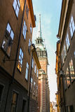 Via stretta nel cuore di Stoccolma Fotografia Stock Libera da Diritti