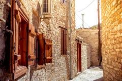 Via stretta nel villaggio di Kato Lefkara Distretto di Larnaca, Cipro Fotografia Stock Libera da Diritti