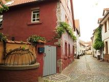 Via stretta nella vecchia città della Germania Immagini Stock
