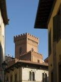 Via stretta nella vecchia città di Pisa, Toscana Italia fotografia stock