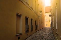 Via stretta a Praga Fotografie Stock