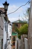 Via stretta a Ronda nelle montagne di Andalusia Fotografia Stock