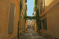 Via stretta in Toscana Immagine Stock