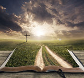 Via su una bibbia fotografia stock