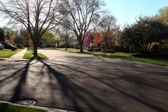 Via suburbana con alloggio residenziale Fotografia Stock