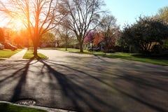 Via suburbana con alloggio residenziale Immagini Stock Libere da Diritti