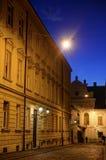 Via superiore del ciottolo della città di Zagabria al crepuscolo Immagini Stock