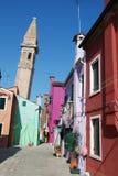 Via tipica dell'isola di Burano vicino a Venezia Fotografia Stock Libera da Diritti