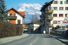Via in una cittadina nelle alpi, Francia Fotografia Stock