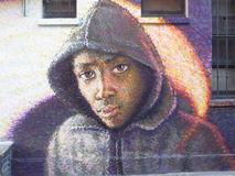Via urbana Art London di maglia con cappuccio dei graffiti neri dell'uomo Immagini Stock Libere da Diritti