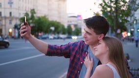 Via urbana della citt? del selfie di stile di vita di svago delle coppie video d archivio