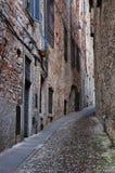 Via in vecchia città di Bergamo Immagine Stock
