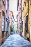 Via in vecchia città Lucca, Italia Immagini Stock Libere da Diritti