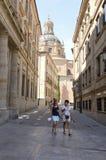 Via vicino alla cattedrale Immagine Stock