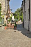 Via in villaggio italiano Immagini Stock Libere da Diritti