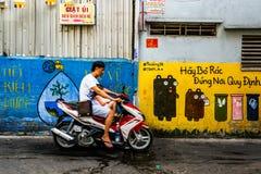Via-vita, mercato di Xom Chieu, Saigon, a sud del Vietnam immagine stock